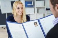 junge frau im job interview