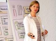 Coach Frau Schomacher in einem Kommunikationstraining